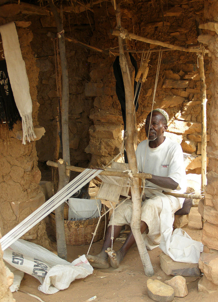 ボゴランを織るマリ人