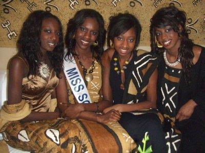 ミス・マリ共和国の女性