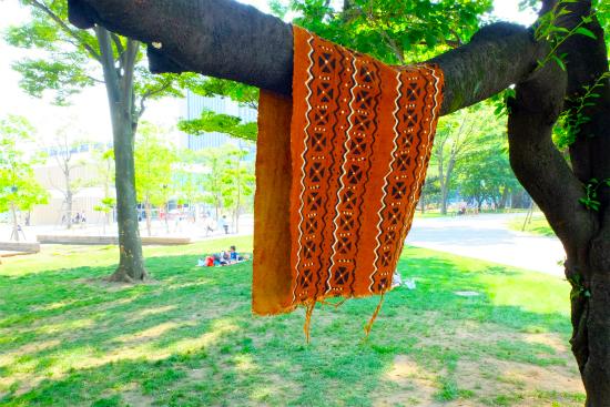 木に吊したボゴラン